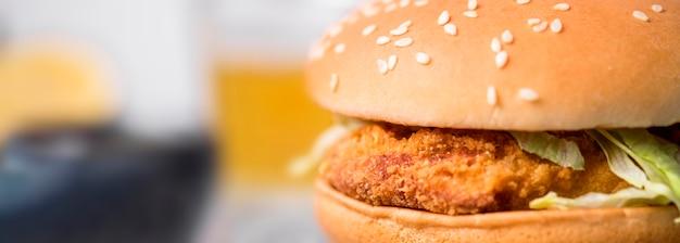 Vue De Face Burger De Poulet Frit Avec Salade Photo Premium