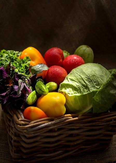 Vue De Face De La Disposition De Délicieux Légumes Frais Photo Premium