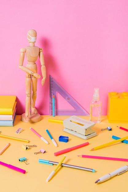 Vue De Face Du Concept De Retour à L'école Photo gratuit