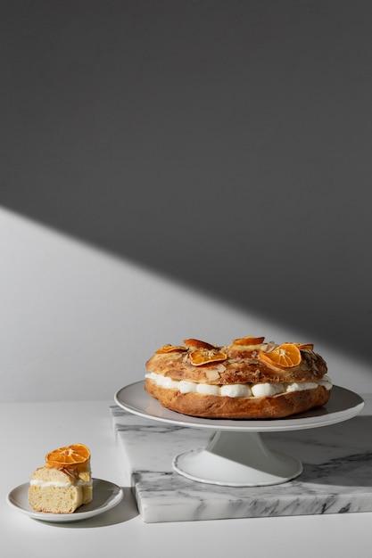 Vue De Face Du Dessert Du Jour De L'épiphanie Photo Premium