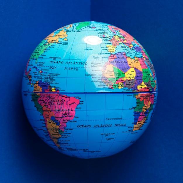 Vue De Face Du Globe Avec Les Océans Photo gratuit