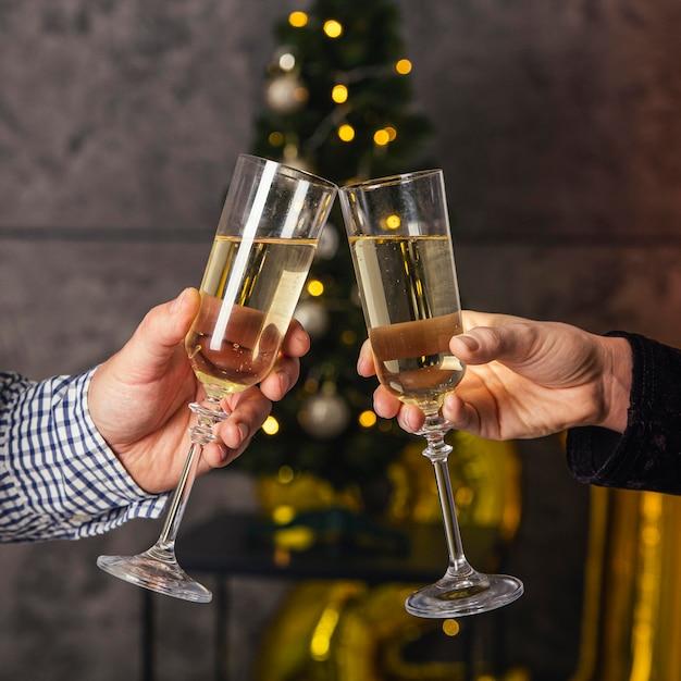 Vue De Face Du Verre De Champagne Cheer Photo gratuit