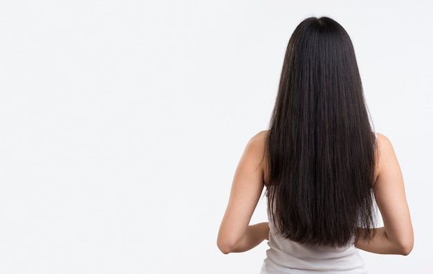 Vue De Face Femme Aux Cheveux Longs Photo gratuit