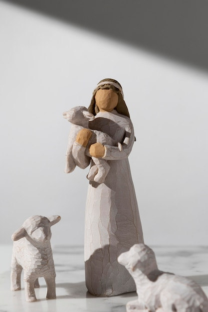 Vue De Face De La Figurine Féminine Du Jour De L'épiphanie Avec Des Moutons Photo gratuit