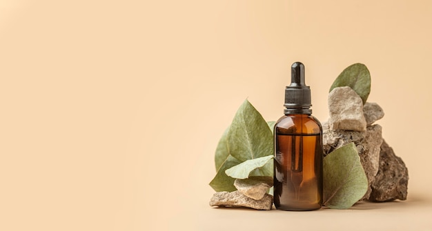 Vue De Face De L'huile De Plante Verte Avec Espace Copie Photo gratuit
