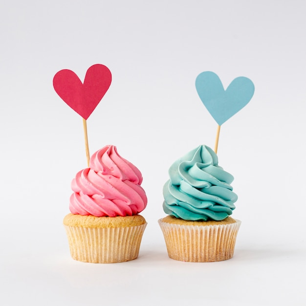 Vue De Face De Mignon Petit Bebe Fille Ou Garcon Cupcakes Photo Premium