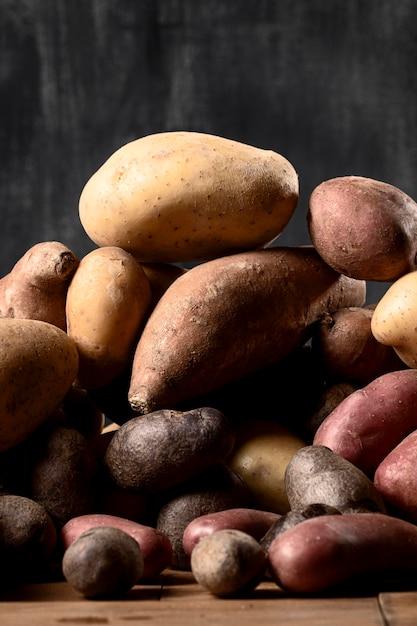 Vue De Face Des Pommes De Terre Empilées Photo gratuit