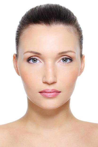 Vue De Face Portrait D'un Visage De Femme Jeune Beauté Photo gratuit