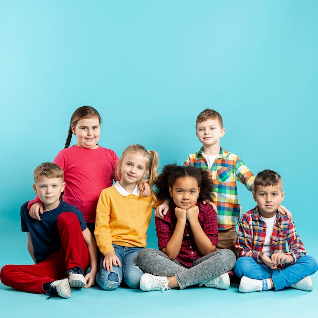 Vue De Face Pour Les Enfants Lors De La Journée Du Livre Photo gratuit