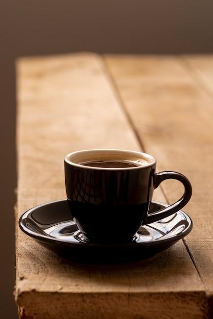 Vue de face, tasse de café, sur, table bois Photo gratuit