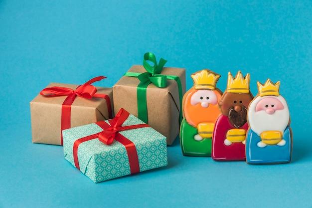 Vue De Face De Trois Rois Avec Des Cadeaux Pour Le Jour De L'épiphanie Photo gratuit