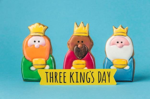 Vue De Face De Trois Rois Avec Des Couronnes Pour Le Jour De L'épiphanie Photo gratuit