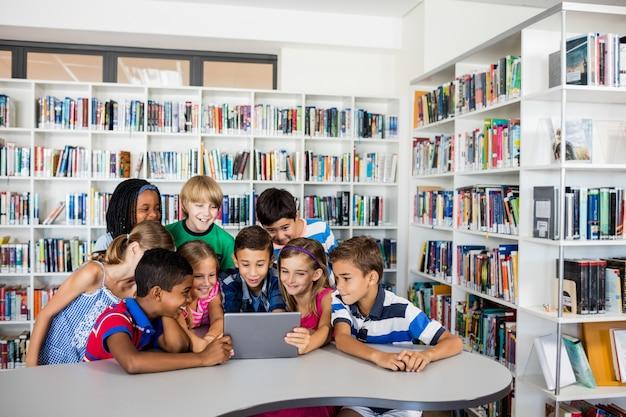 Vue Frontale, De, élèves, Utilisation, Tablette Pc Photo Premium