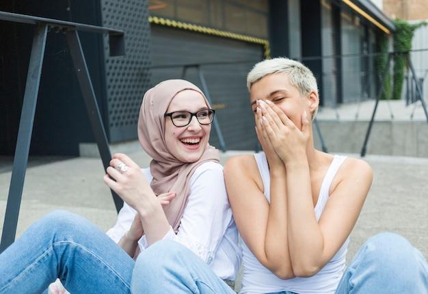 Vue frontale, de, femme, amuser Photo gratuit