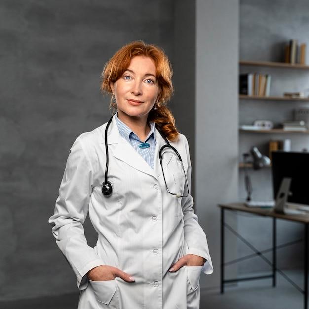 Vue Frontale, De, Femme Médecin Photo gratuit