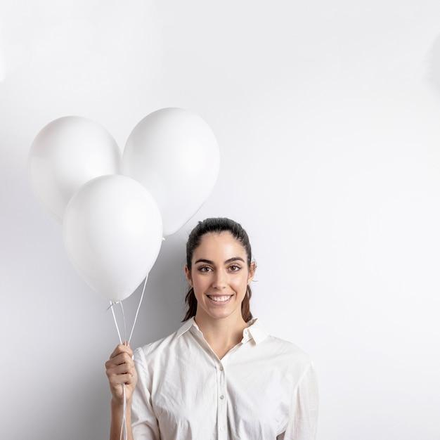 Vue Frontale, De, Femme Souriante, Tenue, Ballons Photo gratuit