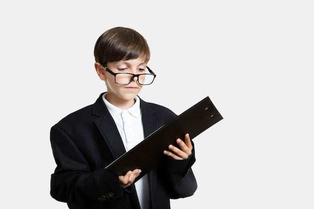 Vue frontale, gosse, à, lunettes Photo gratuit