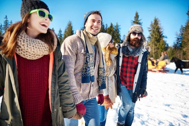 Vue Frontale, De, Jeune Couple, Apprécier, Panorama Photo gratuit
