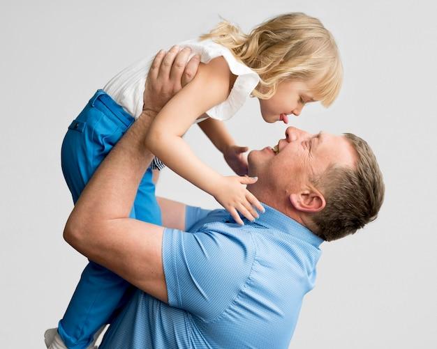 Vue Frontale, De, Petite-fille, Et, Grand-père Photo gratuit