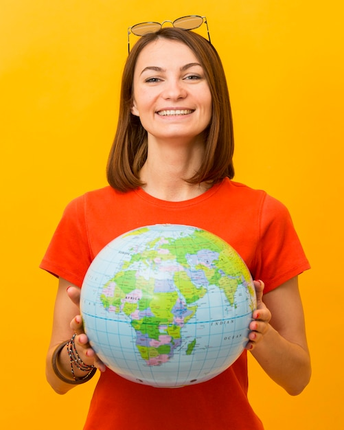 Vue Frontale, De, Smiley, Tenue Femme, Globe Photo gratuit