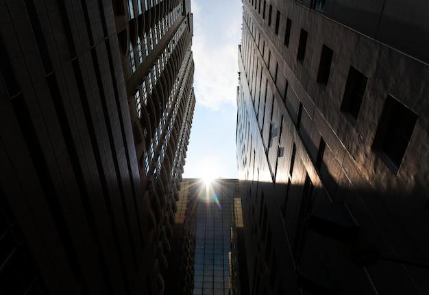Vue de gratte-ciel dans une ville Photo gratuit