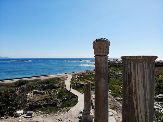 Vue d'en haut sur le liban. ancienne ville de tyr Photo Premium