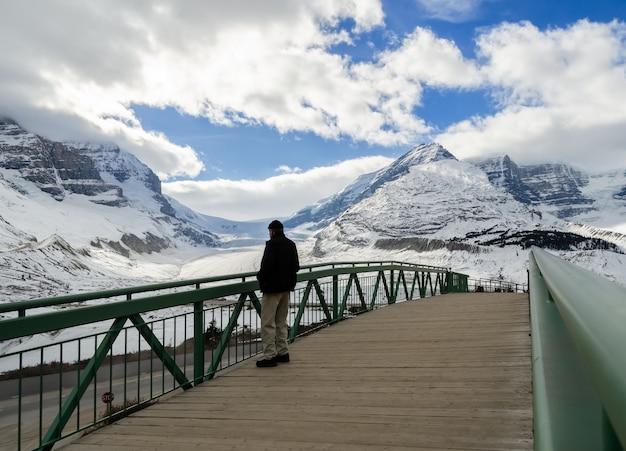 Vue hiver, de, athabasca, glacier, dans, jasper parc national, alberta, canada Photo Premium