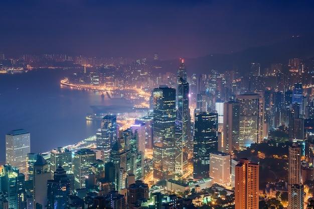 Vue imprenable sur les toits de la ville de hong kong depuis le victoria, chine Photo Premium