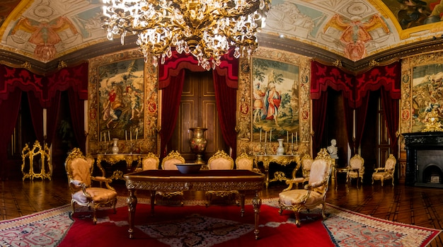 Vue intérieure de l'une des belles salles du palais d'ajuda situé à lisbonne, au portugal. Photo Premium