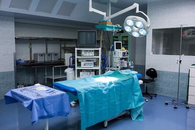 Vue intérieure de la salle d'opération Photo gratuit