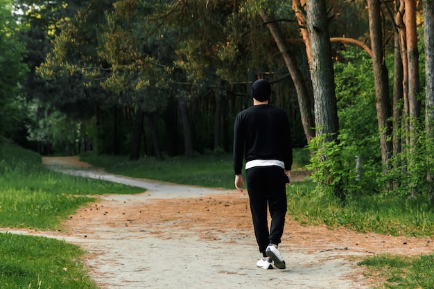 Vue des jambes d'un couple jogging en plein air dans le parc Photo Premium