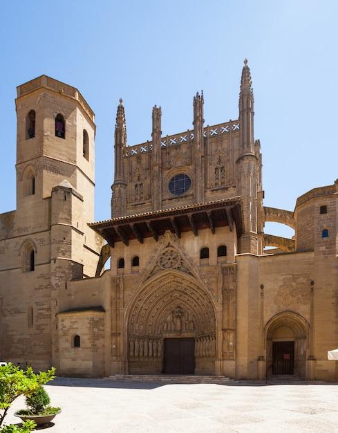 Vue de jour de la cathédrale de huesca Photo gratuit
