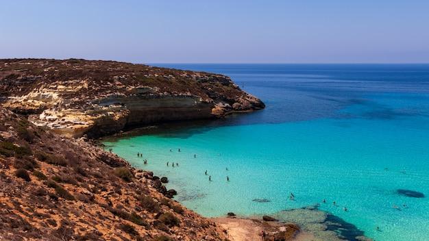 Vue Sur La Mer De Lampedusa | Photo Premium