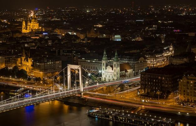 Vue de nuit de budapest Photo Premium