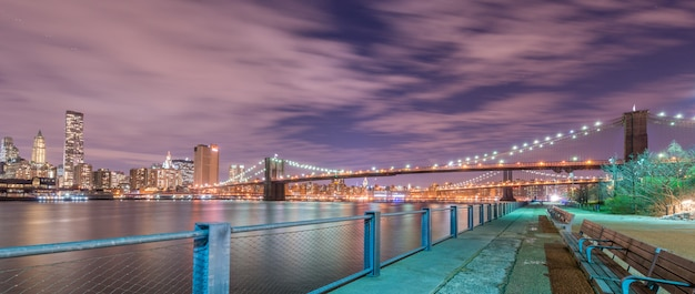 Vue de nuit du pont de manhattan et brooklyn Photo Premium