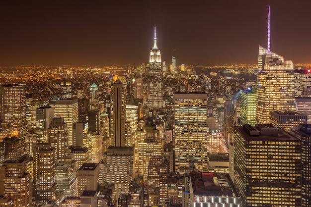 Vue de nuit de new york manhattan au coucher du soleil Photo Premium