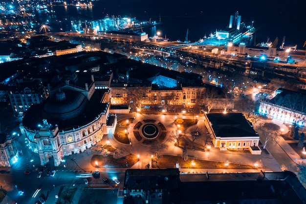 Vue de nuit de l'opéra d'odessa Photo gratuit