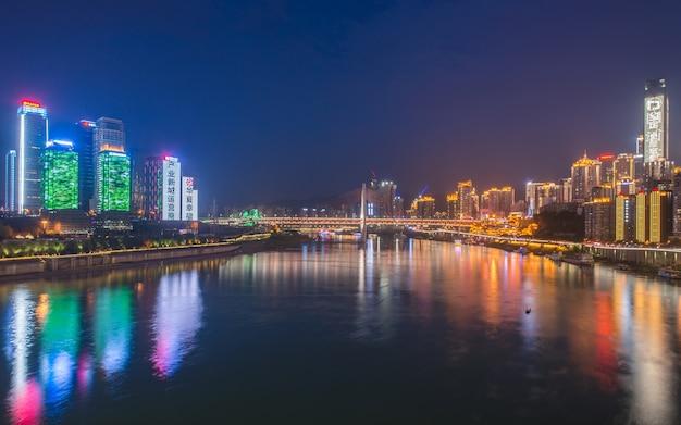 Vue de nuit de la ville Photo gratuit