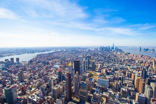 Vue panoramique aérienne du centre-ville de new york city manhattan Photo Premium