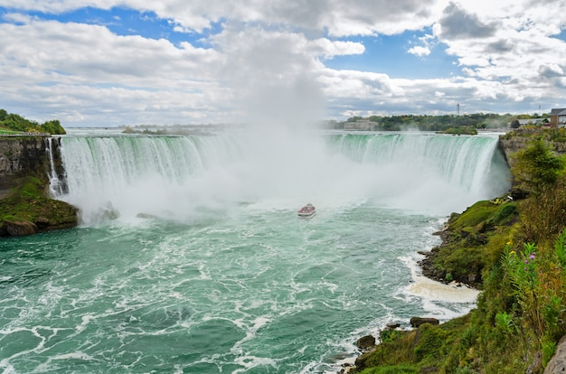 Vue panoramique de la cascade du niagara Photo Premium