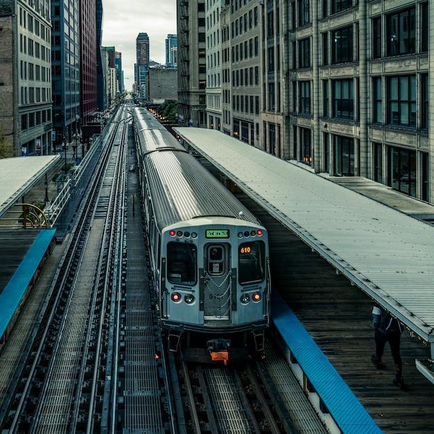 Vue Panoramique Du Train Surélevé à Chicago Photo Premium