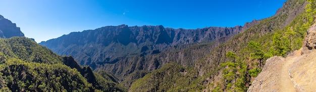 Vue Panoramique Du Trek Au Sommet De La Cumbrecita à Côté Des Montagnes De La Caldera De Taburiente, L'île De La Palma, îles Canaries, Espagne Photo Premium