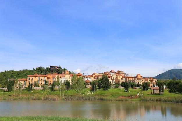 Vue panoramique d'un hôtel et station balnéaire de toscana valley Photo Premium