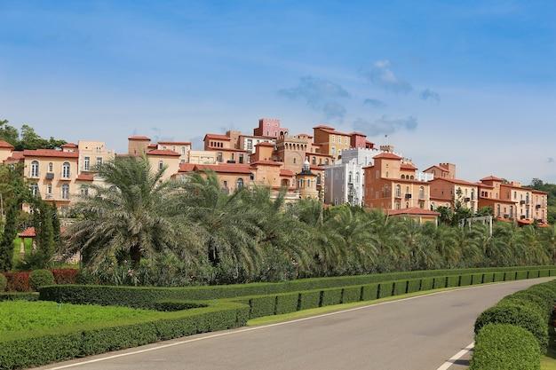 Vue panoramique d'un hôtel et d'une station balnéaire en toscane Photo Premium