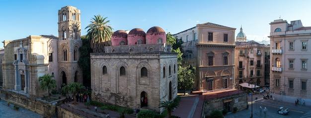 Vue panoramique de palerme avec l'église san cataldo, sicile Photo Premium