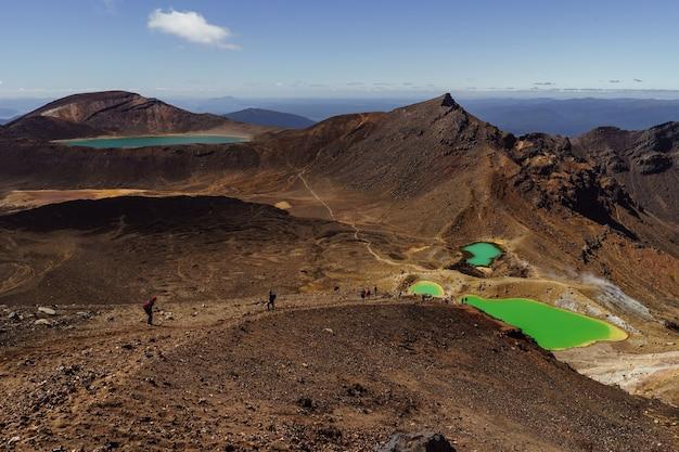 Vue Paysage Des Lacs D'émeraude Colorés Et Paysage Volcanique Photo Premium