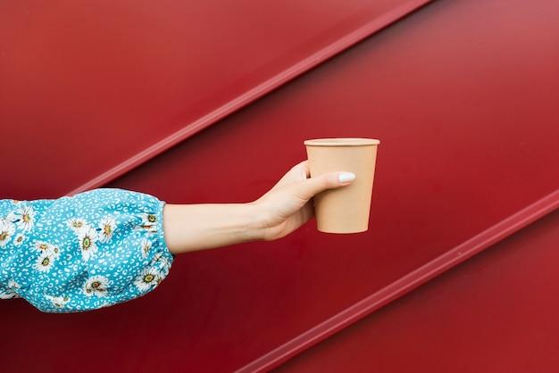 Vue en perspective à gauche avec un délicieux café chaud Photo gratuit