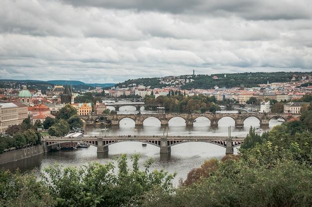 Vue des ponts du vieux prague Photo Premium
