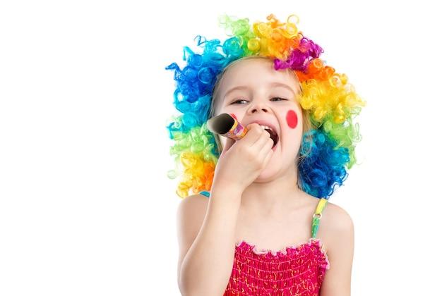 Vue De Profil De Petite Fille En Perruque De Clown Photo Premium