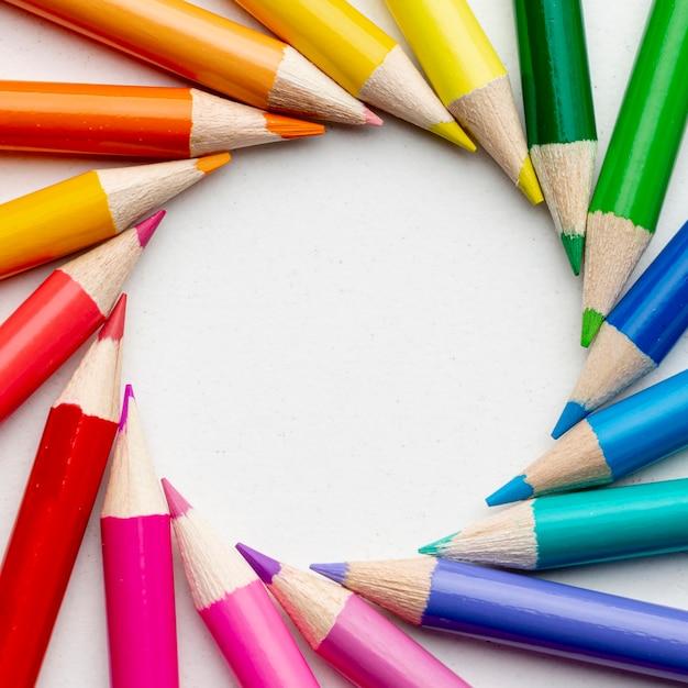 Vue Rapprochée De Crayons Colorés Photo gratuit